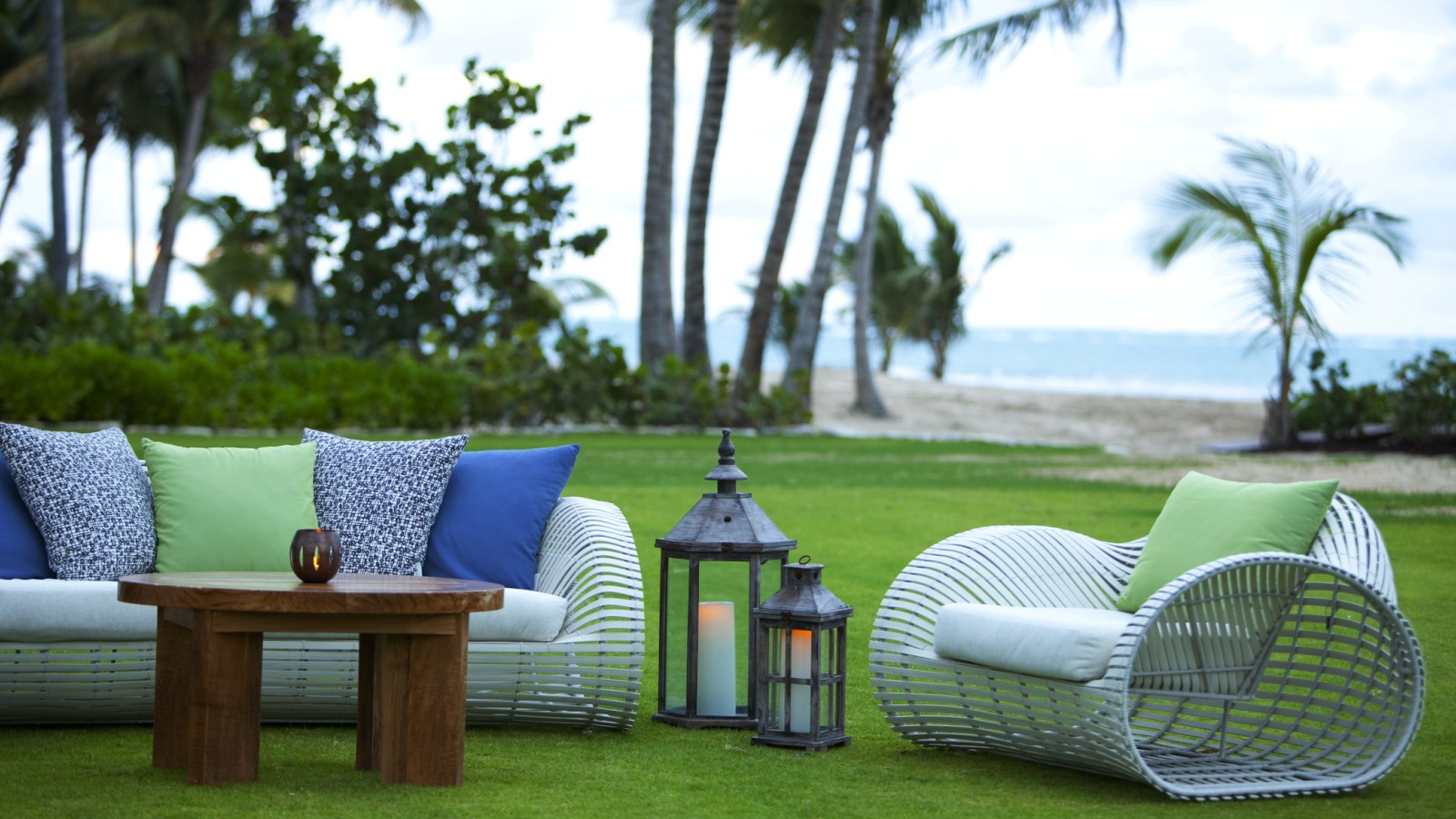 The St. Regis Bahia Beach - Sea Breeze Lawn